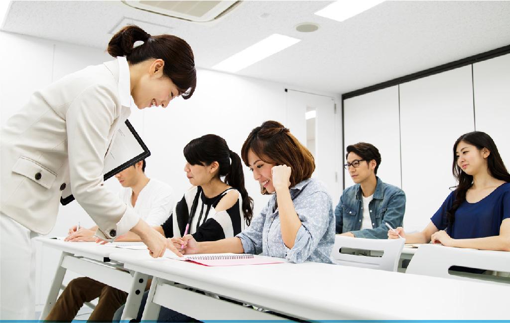 接客マナー研修、新入社員研修といった新人育成からマネジメント、コーチングといった階層別、管理者育成まで1回完結~複数回コースまで課題に合わせ、最適な内容をプランニングいたします。