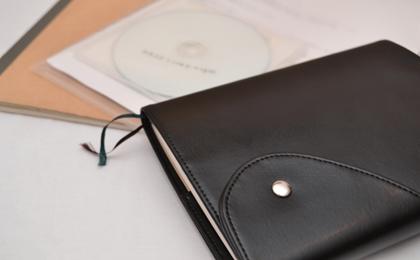 黒革の手帳の写真